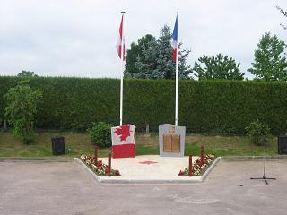 Le monument aux canadiens